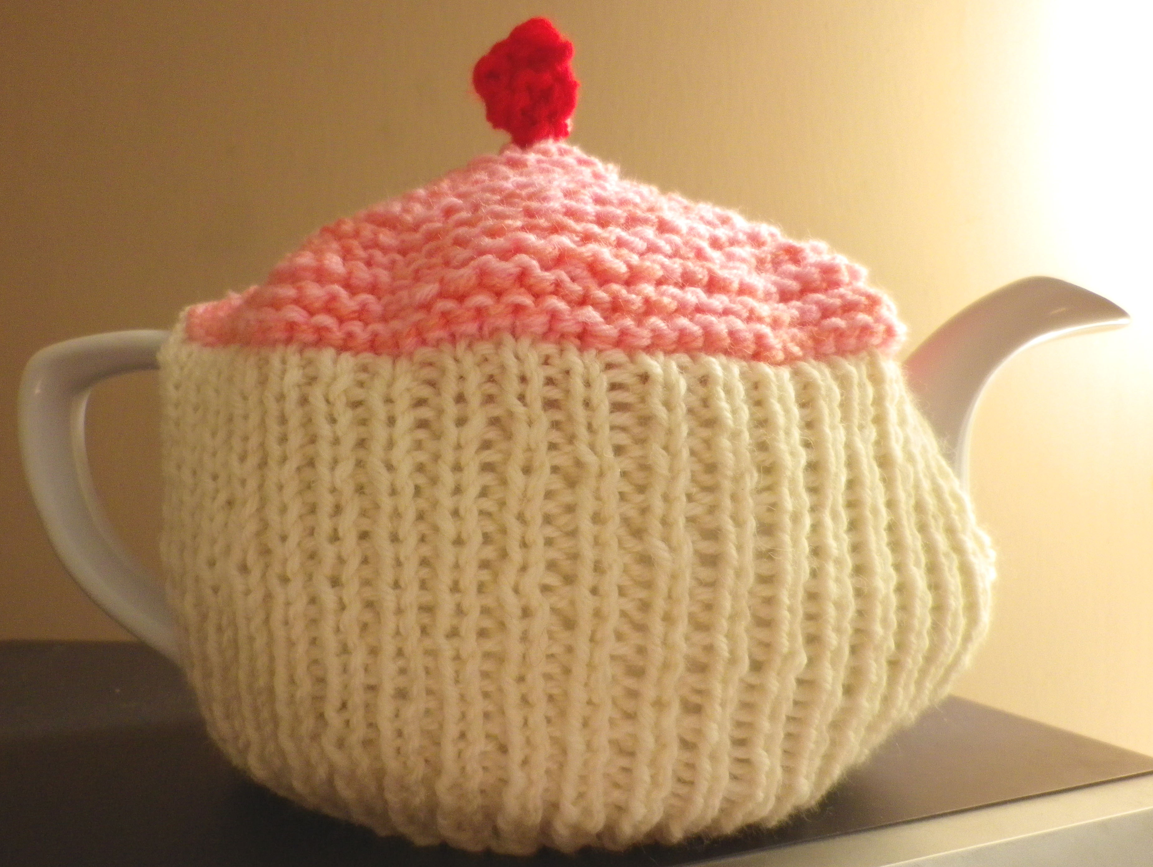Cupcake Tea Cosy Knitting Pattern tamebohu